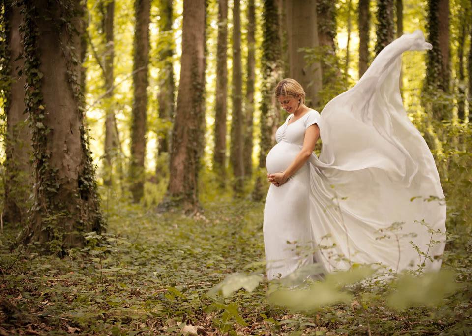 séance grossesse lifestyle dans les bois