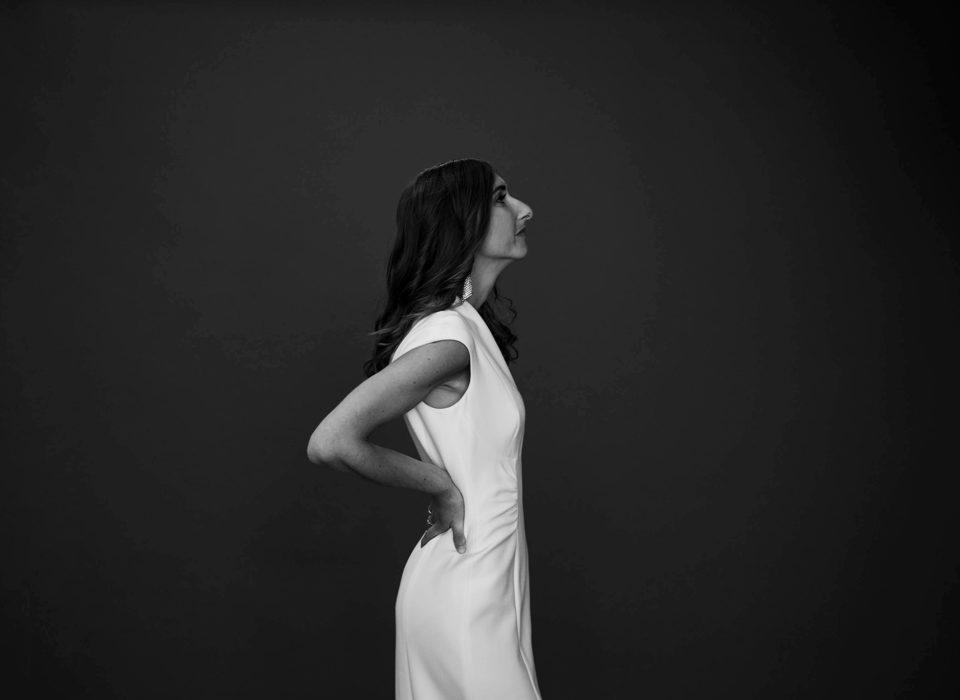 portrait de femme sur fond noir