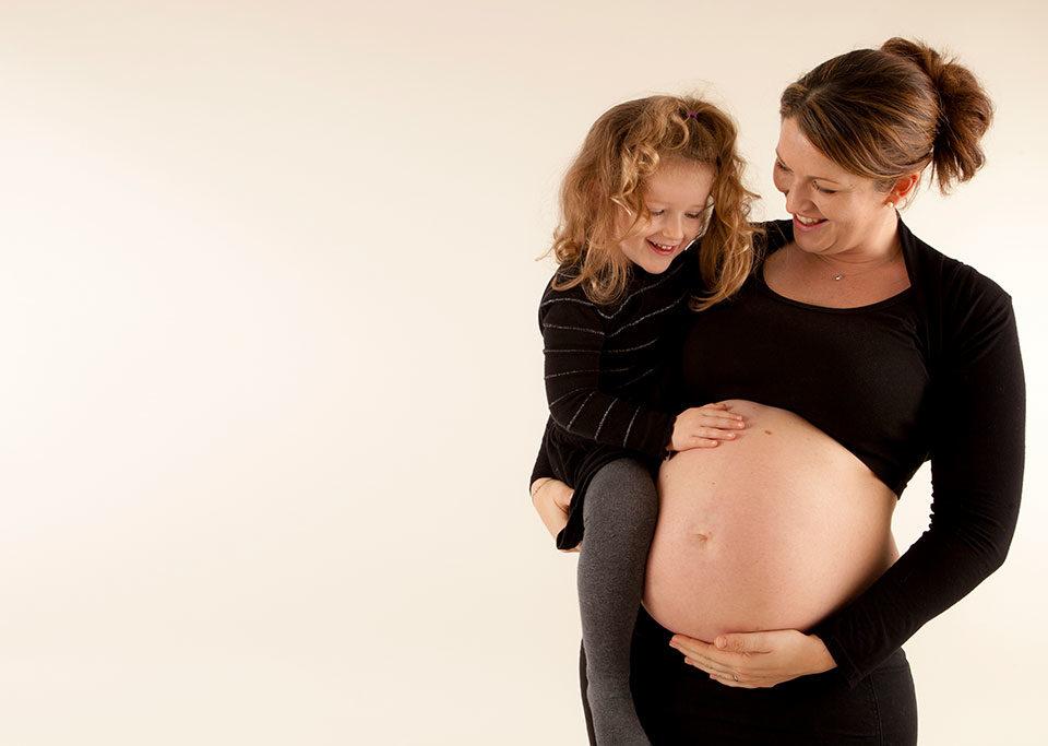 séance photo maternité et famille en studio