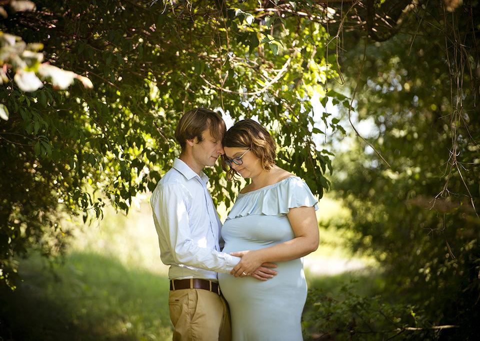 photo de grossesse dans les bois