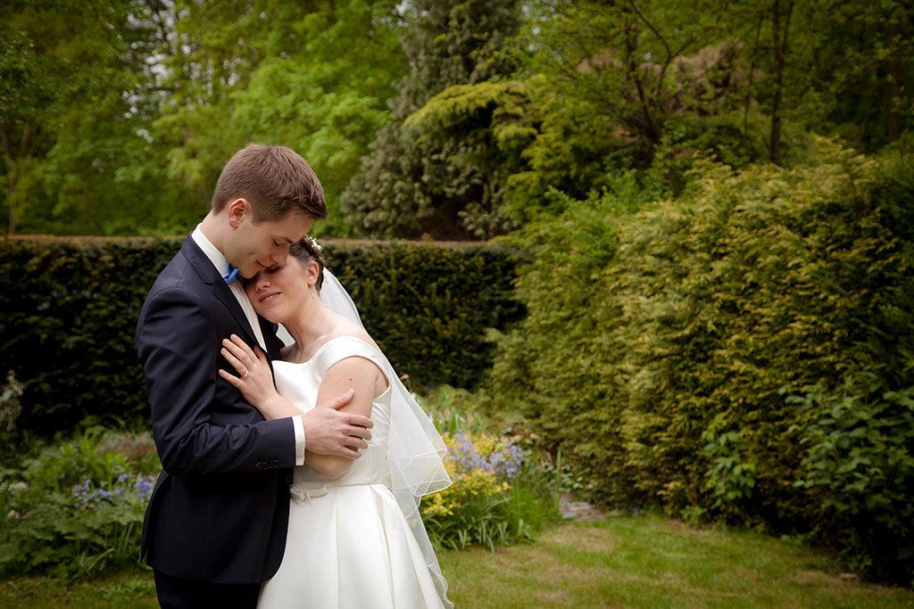 la mariée dans les bras du marié