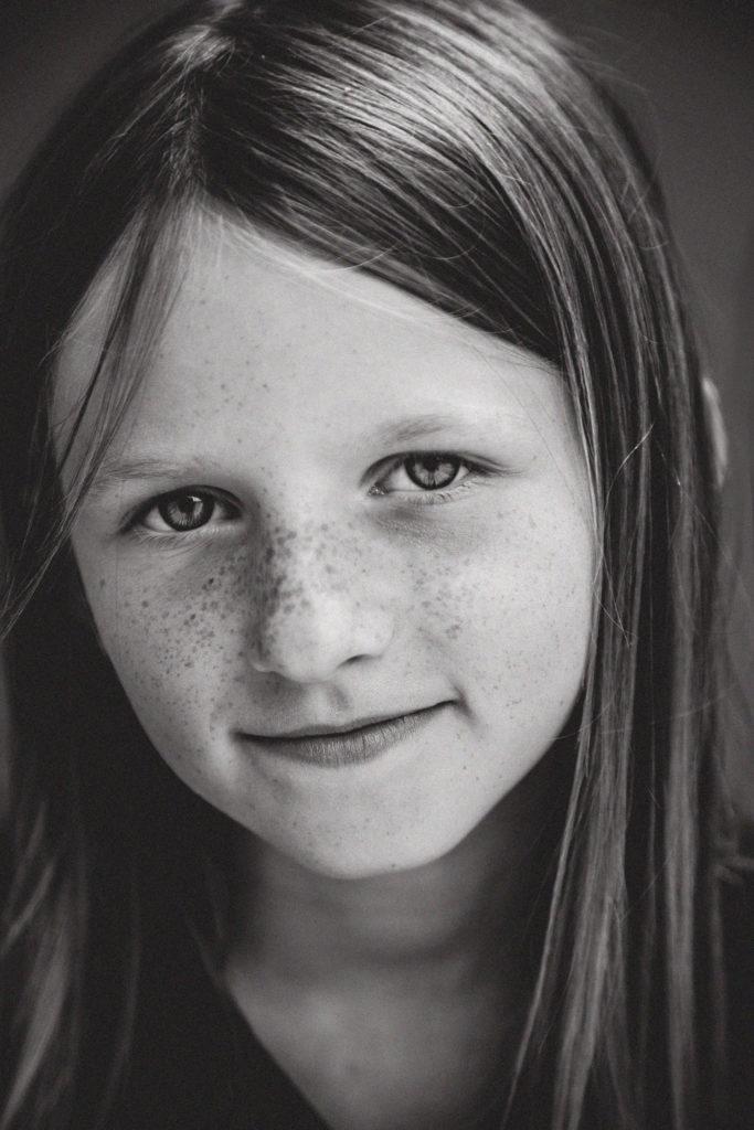 portrait d'un enfant en plongée