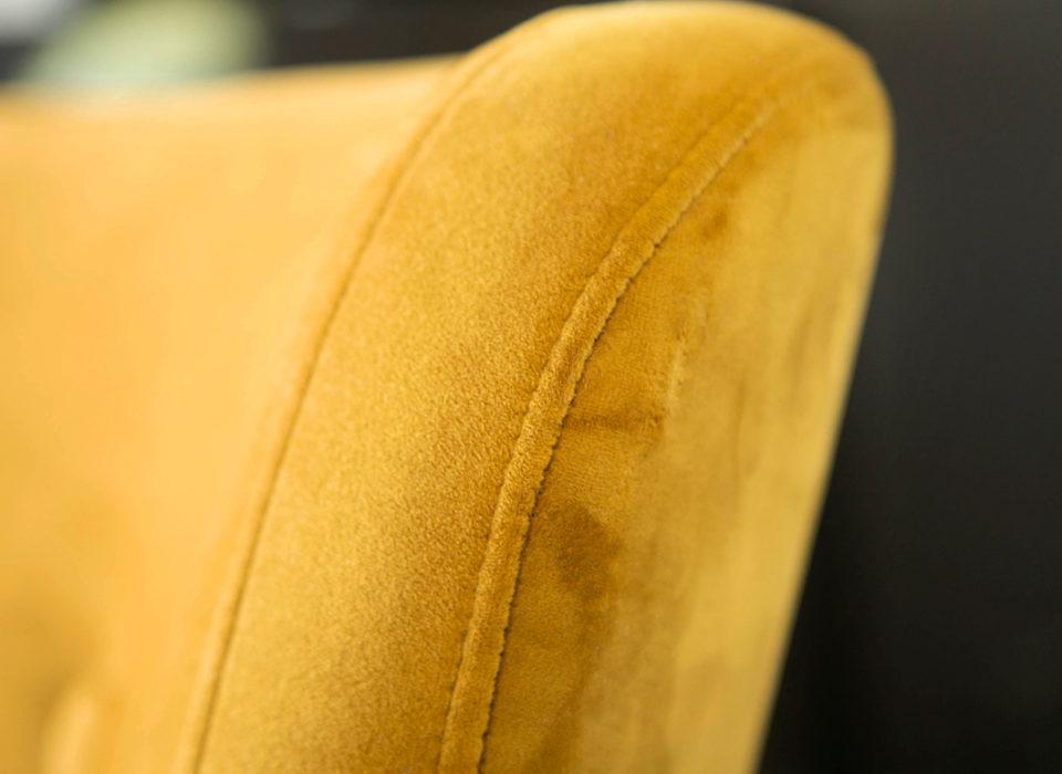 détail d'un fauteuil jaune